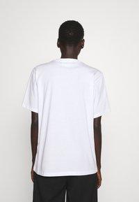 Victoria Victoria Beckham - LOGO - T-shirt z nadrukiem - white - 2