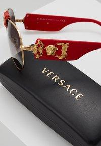 Versace - Sunglasses - red/grey gradient - 2