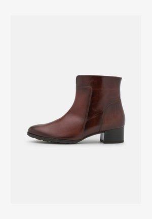 Kotníkové boty - sattel