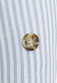 Vero Moda Petite - VMBUMPY  - Button-down blouse - snow white/blue fog - 2