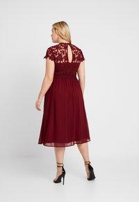 Chi Chi London Curvy - ELLA LOUISE DRESS - Robe de soirée - wine asjoey dress - 2