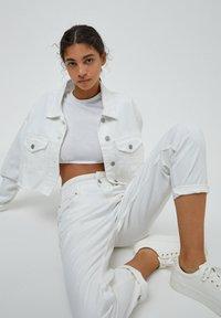 PULL&BEAR - Straight leg jeans - white - 6