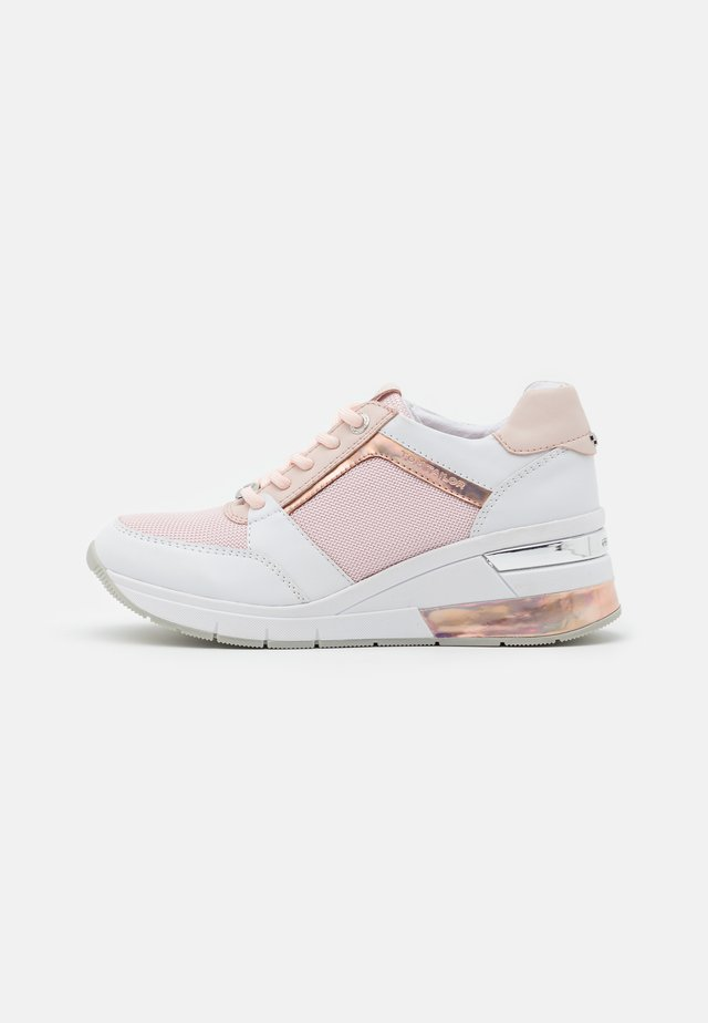 Trainers - white/rose
