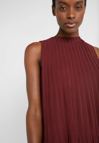 Club Monaco - PLEATED SWING TOP - Blouse - currant - 5