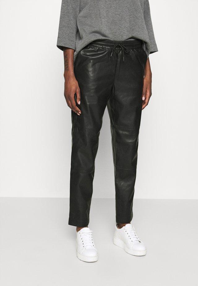 SIRASI VEGAN TROUSERS - Pantalones - black