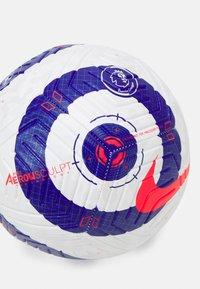 Nike Performance - PREMIER LEAGUE STRIKE - Football - white/blue/laser crimson - 1
