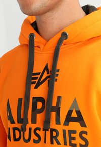 Alpha Industries - FOAM PRINT - Hoodie - alpha orange - 3