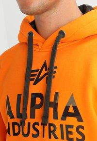 Alpha Industries - FOAM PRINT - Sweat à capuche - alpha orange - 3