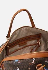 MICHAEL Michael Kors - Weekend bag - brown/multi - 3