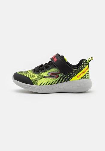 GO RUN 600 BAXTUX UNISEX - Neutral running shoes - yellow/black/red