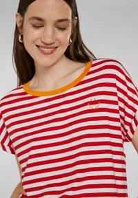 Oui - Print T-shirt - white red - 3
