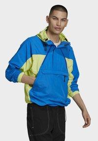 adidas Originals - ADIDAS ADVENTURE MISHMASH BLOCKED SHELL JACKET - Windbreaker - yellow - 2