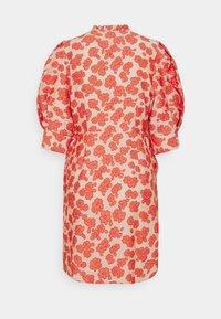 Hofmann Copenhagen - KRISTEN - Robe d'été - coral - 6