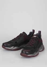 TJ Collection - Sneakers laag - bordeaux/black - 2
