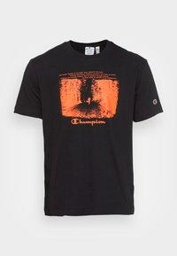 Champion Rochester - GRAPHIC SHOP CREWNECK - Print T-shirt - black - 3