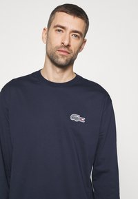 Lacoste - LACOSTE X NATIONAL GEOGRAPHIC - Long sleeved top - navy blue/zebra - 3