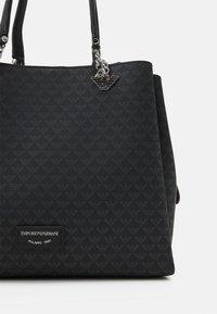 Emporio Armani - ANNIE TOTE M EAGLE ALLOVER - Handbag - nero - 4