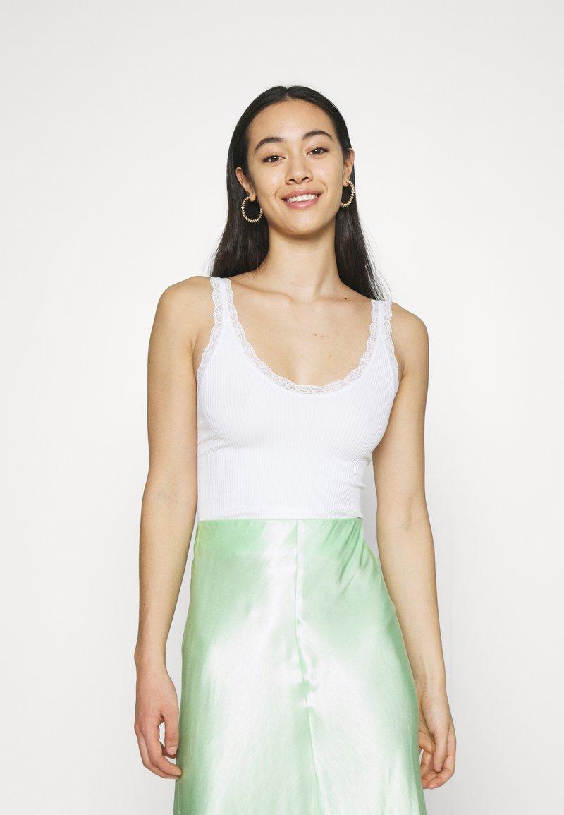 BDG Urban Outfitters - GIGI - Top - white
