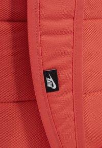 Nike Sportswear - Reppu - track red/dark smoke grey - 7