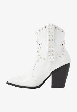 SENOBIA - Cowboy- / bikerstøvlette - white
