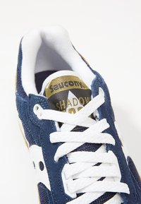 Saucony - SHADOW DUMMY - Sneakers basse - tan/navy/white - 5
