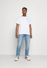 New Balance - ATHLETICS CIRCULAR STACK TEE - Print T-shirt - white - 1