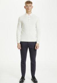 Matinique - Stickad tröja - off white melange - 1