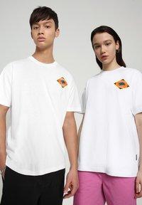 Napapijri - S-ALHOA - T-shirt med print - white graph l - 2