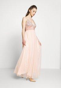 Lace & Beads - CELIA MAXI - Galajurk - nude - 0