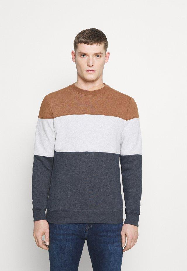 CREWNECK WITH CUTLINE - Sweatshirt - brown oak