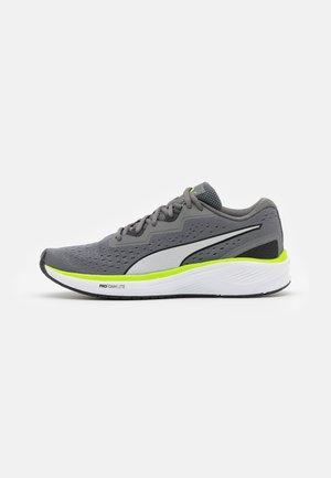 AVIATOR UNISEX - Neutral running shoes - castlerock/green glare