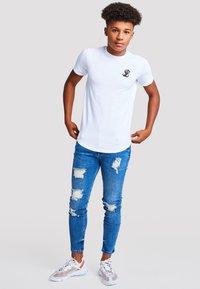 Illusive London Juniors - Basic T-shirt - white - 1