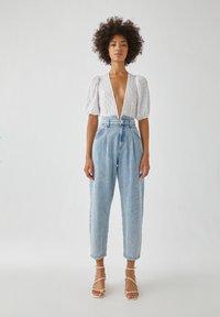 PULL&BEAR - Relaxed fit jeans - mottled light blue - 1