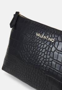 Valentino Bags - ANASTASIA - Wash bag - nero - 3
