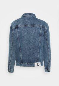 Calvin Klein Jeans - REGULAR JACKET - Veste en jean - denim dark - 1
