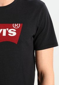 Levi's® - GRAPHIC SET-IN NECK - T-shirt print - graphic black - 3