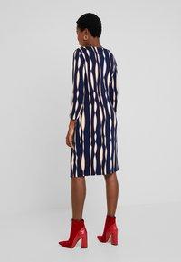Apart - PRINTED DRESS - Robe en jersey - midnightblue/multicolor - 3