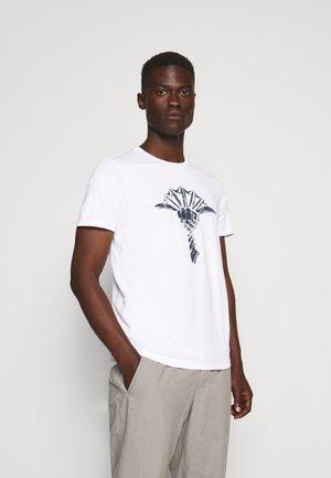 ALERIO  - T-shirt z nadrukiem - white