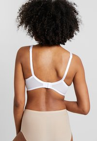 Pour Moi - REBEL PADDED PLUNGE BRA - Soutien-gorge push-up - white - 2