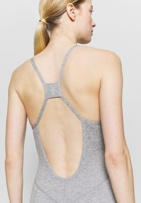 Free People - SIDE TO SIDE PERFORMANCE - Combinaison d'échauffement - grey combo - 5