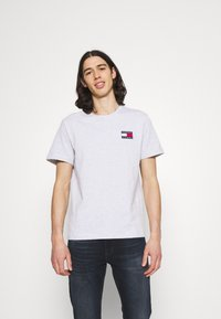 Tommy Jeans - BADGE TEE  - T-paita - silver grey heather - 0