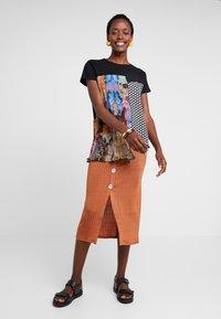 Desigual - FLORENCIA - T-shirt z nadrukiem - black - 1