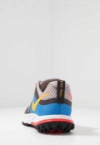 Nike Performance - AIR ZOOM WILDHORSE 5 - Obuwie do biegania Szlak - pumice/university gold/oil grey - 3