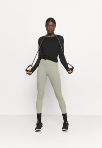 Sweaty Betty - BREEZE RUNNING - Long sleeved top - black - 1
