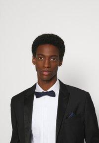 Calvin Klein - NEAT BOW TIE - Bow tie - navy - 0