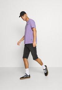 YOURTURN - UNISEX - Print T-shirt - purple - 1