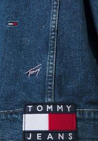 Tommy Jeans - TRUCKER JACKET - Denim jacket - denim light - 8
