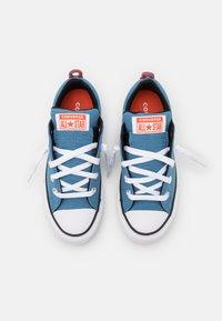 Converse - CHUCK TAYLOR ALL STAR STREET UTILITY LOOP SLIP UNISEX - Trainers - aegean storm/bright poppy/black - 3
