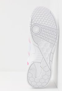 Kempa - ATTACK CONTENDER WOMEN - Käsipallokengät - white/pink - 4
