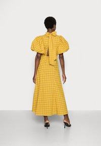 Selected Femme - SLFCHECKIE 2/4 ANKLE DRESS G - Maxiklänning - arrowwood - 2